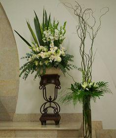 contemporary flower arrangements for church Altar Flowers, Church Flowers, Funeral Flowers, Wedding Flowers, Flowers Garden, Ikebana, Decoration Buffet, Altar Decorations, Wedding Decorations