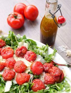 Rezept für Rucolasalat mit Ofentomaten und Parmesan