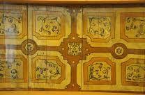 Schildering op houten balkenplafond Sint Annenstraat te Amsterdam (dendrochronogisch onderzocht, 1565), grotendeels nieuw schiderwerk (ca 1998?)