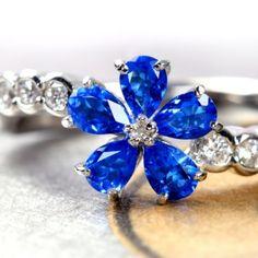 アウイナイト0.5ct ダイヤモンド0.2ct フラワーモチーフ プラチナ リング huynite ring http://www.rejou.jp/?mode=grp&gid=1107081&sort=n