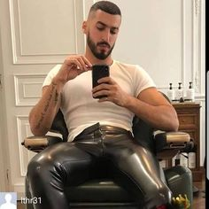 hunk in very tight leather pants Mens Leather Pants, Tight Leather Pants, Really Hot Guys, Scruffy Men, Hunks Men, Leder Outfits, Bear Men, Leather Fashion, Male Form