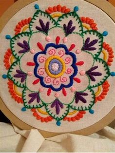 Cushion Embroidery, Hand Work Embroidery, Flower Embroidery Designs, Creative Embroidery, Embroidery Patterns Free, Hand Embroidery Stitches, Crewel Embroidery, Embroidery Hoop Art, Cross Stitch Embroidery