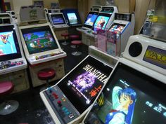 game center japan arcade Otaku Room, Celebrity Travel, Diy Cabinets, Wedding Art, Animal Tattoos, Animal Design, Pinball, Legend Of Zelda, Arcade Games