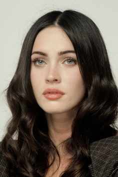 Dark haired girls really need to keep their eyebrows nice, it creates a whole look! I like how the makeup isn't overdone here :)