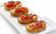 Bruschetta topped with Mozzarella Cheese Epicure Recipes, Cheese Tasting, Good Food, Yummy Food, Low Sodium Recipes, Classic Desserts, Snacks Für Party, Yummy Appetizers, Vegetable Dishes