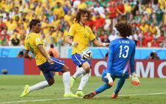 Guillermo Ochoa, Paulinho eDavid Luiz Brasil x Mexico (Foto: Getty Images). 17/06/2014.