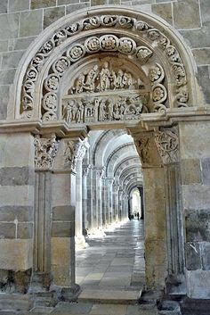 Vézelay, ROMANESQUE style South Aisle Door and Tympanum #bravo #Yonne - Yonne Bourgogne France