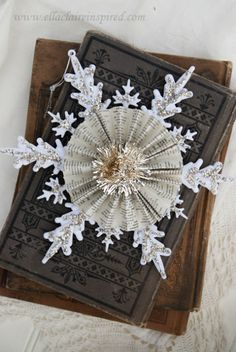 Vintage Snowflake Handmade Christmas Ornament #Craft #DIY #Bookpages