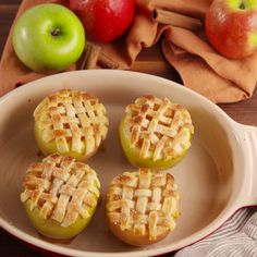Apple Pie Baked Apples These apple pies are the cutest things you'll see all fall. Apple Recipes, Fall Recipes, Sweet Recipes, Apple Desserts, Delicious Desserts, Dessert Recipes, Yummy Food, Dinner Recipes, Weight Watcher Desserts