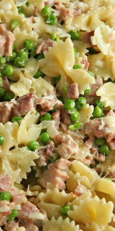 This Creamy Pasta with Ham and Peas is so easy....less than 30 minutes start to finish! It's the perfect recipe for a weeknight dinner (use a couple thick slices of ham from the deli at the grocery store) and a great way to use up your leftover Christmas or Easter ham too! #ad #CookWithHood #IC