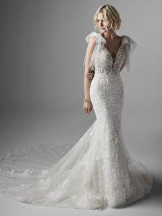 Sottero and Midgley - EASTON, Chic and exquisite (yet perfectly un-stuffy), this unique low back fit-and-flare wedding dress appeases your boho heart while elevating your effortless style. Prom Boutiques, Wedding Dress Boutiques, Designer Wedding Dresses, Bridal Dresses, Wedding Gowns, Bridesmaid Dresses, Wedding Outfits, Fall Wedding, Sottero And Midgley Wedding Dresses