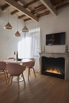 〚 Modern apartment in very old house in the heart of Rome〛 ◾ Фото ◾Идеи◾ Дизайн Interior Design Inspiration, Modern Interior Design, Wooden Beams Ceiling, Classic Fireplace, Loft Interiors, Built In Wardrobe, Rwby, Old Houses, Small Spaces