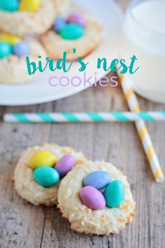 These colorful and delicious bird& nest cookies are perfect for celebrating spring! I am REALLY excited about spring this year. I think it& par for the course for me to be ready for warm weather ar Easter Cupcakes, Easter Cookies, Easter Treats, Holiday Cookies, Easter Food, Baking Cupcakes, Easter Party, Holiday Desserts, Macarons