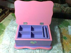 Jewelry box with dividers