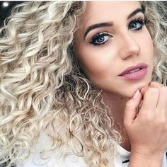Apaixonada por este loiro da linda @camilacvieira . . . . . . . . . #cachosdegrife #semanacacheada #cachos #cachosbr #cachosbra #cachosinlove #cachosestilosos #cachospoderosos #cabelocacheado #curls #cachosdegrife #cachos #cabelo #hair #curly #curlygirls #cacheadas #crespas #onduladas #beauty #beleza #lovehair #lovecurls #brasil #cachospoderosos #solteoscachos #vivaoscachos #amomeuscachos #todecacho #cabelocacheado #voltandoaoscachos