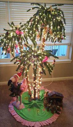 Tropical Christmas tree - for the sunroom Christmas Palm Tree, Coastal Christmas Decor, Pink Christmas, Christmas Lights, Christmas Holidays, Christmas Crafts, Christmas Ornaments, Christmas In Florida, Christmas On The Beach