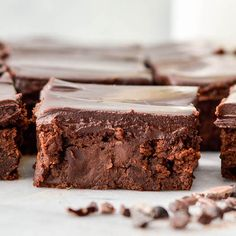 Healthy Greek Yogurt Brownies with Chocolate Ganache are so fudgy and delicious that no one ever suspects they re healthy Gluten-free grain-free Healthy Dessert Recipes, Healthy Baking, Healthy Desserts, Baking Recipes, Delicious Desserts, Yummy Food, Healthy Yogurt, Greek Dessert Recipes, Thm Recipes