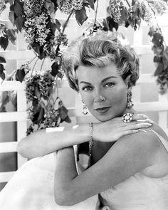 Lana Turner 1960, love her ring.