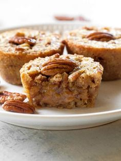 Pecan Pie Muffins Recipe - The Girl Who Ate Everything - - These Pecan Pie Muffins are a mix between a pie and a muffin. They have a muffin texture with a soft gooey inside like a mini Southern pecan pie. Pecan Pie Muffins, Pecan Cookies, Baking Muffins, Köstliche Desserts, Delicious Desserts, Dessert Recipes, Desserts With Pecans, Recipes With Pecans, Plated Desserts