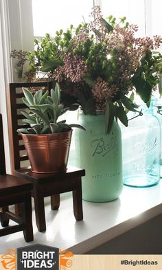 Painting mason jars is super easy and makes  for beautiful vintage vases. #BringInSpring #ad