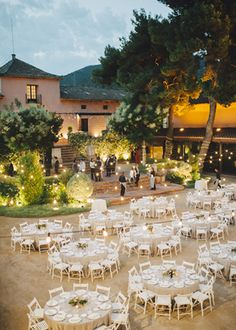 Masía en Barcelona. Boda al aire libre de Detallerie. Outdoor Wedding by…