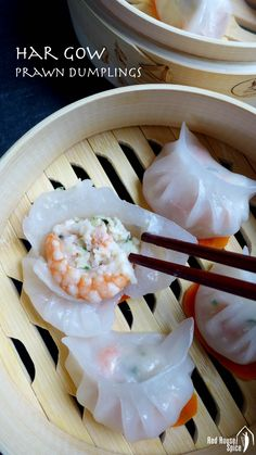 Juicy filling wrapped by a translucent skin, Har Gow (prawn dumplings) is a pleasure both on your palate and to your eyes. Read my detailed recipe to learn how to make it perfectly. Prawn Dumplings, Chinese Dumplings, Dumpling Recipe, Sushi, Wan Tan, Asian Cooking, Dim Sum, Asian Recipes, Appetizer Recipes