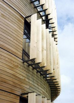 Could we use for our house – instead of what we have now? *modern architecture, wooden slats, wood* - The Langley Academy by Foster + Partners Wooden Architecture, Facade Architecture, Sustainable Architecture, Amazing Architecture, Contemporary Architecture, Landscape Architecture, Installation Architecture, Minimalist Architecture, Facade Design
