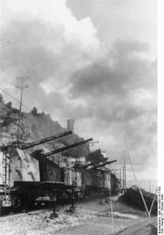 Scherl San Remo (Italy) 27.10.1944 marine railway battery against destroyers.