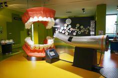 Refonte ou Création site internet dentiste, chirurgien dentiste, cabinet dentaire, orthodontiste. De nos jours, internet a atteint des proportions jusque-là insoupçonnées et de...