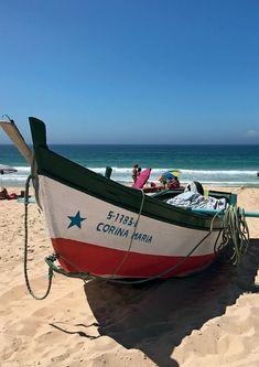 Barco pesqueiro na praia de Comporta (Foto: Carlos Souza e Charlene Shorto)