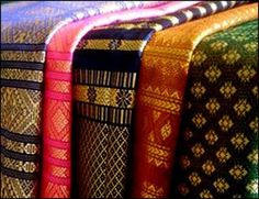 JP: Traditional Indonesia: songket palembang | I love its incisive material and characteristic colors, both reflect Palembang culture.