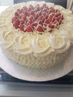 New birthday cake easy simple dessert recipes Ideas Easy Cake Recipes, Easy Desserts, Dessert Recipes, Fondant Cakes, Cupcake Cakes, Super Torte, New Birthday Cake, Cake Decorating For Beginners, Chocolate Cake Recipe Easy