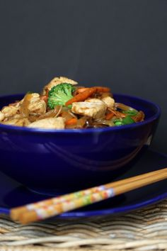 Pin for Later: 28 Boneless, Skinless Chicken Breast Recipes That Won't Bore You to Tears Chicken Lo Mein Don't be tempted by takeout. Make chicken lo mein at home instead and celebrate your culinary talents. Easy Chicken Dinner Recipes, Chicken Flavors, Recipe Chicken, Cashew Chicken, Asian Chicken, Healthy Chicken, Stir Fry Recipes, Cooking Recipes, Noodle Recipes