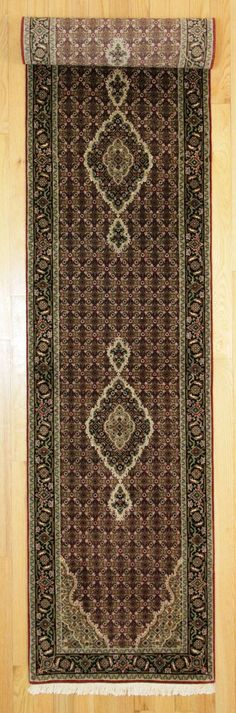 2'6 X 14' Traditional Hand Knotted Rug