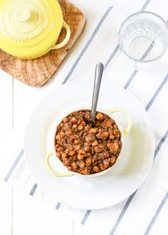 Small batch stovetop baked beans that take just 10 minutes to make! High in fibre and protein, this is a healthy and easy dinner for two.