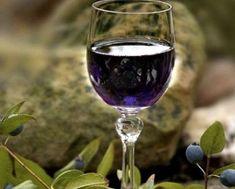 Mirto: è un liquore aromatico e gustoso tipico della Sardegna. E' un ottimo digestivo da gustare anche freddo.