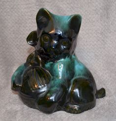 Vintage Rare Blue Mountain Pottery 6 Inch Green Kitten With Ball OF Wool Extremely rare only seen in older collections. A collectors dream come true. Size 6 in. tall x 7 in. wide Shipping size box x U. weight kg boxed Blue Mountain, Blue Green, Kitten, Lion Sculpture, Collections, Canada, Clay, China, Statue