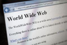 La prima homepage della storia compie 20 anni. Per festeggiare l'evento, il Cern di Ginevra, che il 30 aprile del 1993 aprì Internet al mondo, ha deciso di restaurare la vecchia homepage.