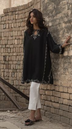 Pakistani Fashion Party Wear, Pakistani Formal Dresses, Pakistani Wedding Outfits, Pakistani Dress Design, Indian Fashion, Pakistani Kurta, Anarkali Kurti, Salwar Kameez, Lehenga