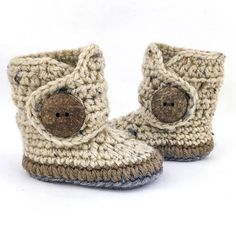 Infant Shoes Soft Sole Baby Boots Brown and Gray Gender // Infant shoes are both a timeless tradition and thoughtful keepsake. Our oatmeal soft soled baby boots are easy to put on and they stay on! These cute baby boots make wonderful and unique baby gifts. Handmade with care, our gender neutral infant shoes feature a working eco-friendly coconut button. The tweed and warm brown tones are perfectly gender neutral so finding that gift for the baby shower gender reveal party just got easier…