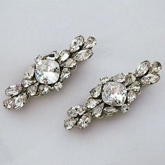 Cheryl King Couture Bridal Hair Accessories.  Dazzling hair jewelry for brides. Crystal hair clips for brides seeking a touch of hair sparkle.
