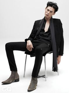 Kim Won Joong - GQ Magazine September Issue love this suit and the boots Sitting Pose Reference, Human Poses Reference, Pose Reference Photo, Korean Male Models, Male Models Poses, Male Poses, Korean Male Fashion, Asian Male Model, Kim Won Joong