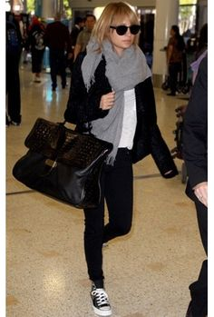 Chic and casual airport outfit - Nicole Richie Nicole Richie, Airport Chic, Airport Style, Airport Attire, Airport Outfits, Outfits Winter, Casual Outfits, Look Fashion, Winter Fashion