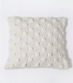 IMPOSSIBLE DREAMER CUSHION / KIT Diy Knitting Kit, Arm Knitting, Knitting Stitches, Knitting Projects, Crochet Cushions, Knit Crochet, Knit Basket, Knitting Accessories, Tejidos