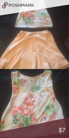🔥🚨 CUTE FLORAL CROP TOP🔥🚨 🚨💥 Like New Crop Top 💥🚨 🚨☀️Brighten up your summer with this floral crop top! Super cute !! Worn a couple of times. 85%Polyester, 15% linen *Skirt not included** In great condition .💥🔥♥️ 🚫No Holes 🚫No Stains Tops Crop Tops