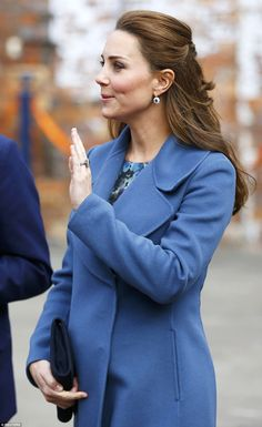Duchess Kate Middleton shows off maternal side during Stoke-on-Trent visit Max Mara, Princesa Charlotte, Prince William And Kate, William Kate, Duke And Duchess, Duchess Of Cambridge, Jimmy Choo, Princesa Real, Princesa Kate Middleton