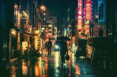 Rainy Night In Tokyo - 01/03/2015 - 照明の色がかなり強いのでいつものように色を調整できなかったので、逆に活かす方向で調整しました。 追記:↑のように最初地明かり活かしの黄色にしてたんですがBlade Runnerとのコメが多かったのでBlade Runner感が出るような青系に再調整しました