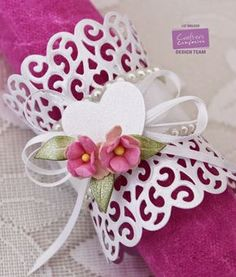 Make a napkin ring using cupcake wrapper die cuts Verity Cards: My Tutorials Diy And Crafts, Paper Crafts, Heartfelt Creations Cards, Ring Tutorial, Napkin Folding, Napkin Origami, Paper Flowers Diy, Flower Diy, Mothers Day Crafts