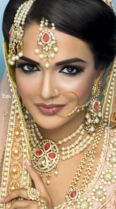 an example of darker/natural tones lip color with smokey eye makeup Indian Bridal Makeup, Indian Wedding Jewelry, Asian Bridal, Bridal Beauty, Indian Jewelry, Bridal Jewelry, Make Up Braut, Exotic Beauties, Global Beauties