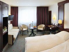 Unser 4 Sterne HOTEL IMPERIAL liegt im aufstrebenden Kölner Stadtteil Ehrenfeld, in direkter Nähe zu Universität, Barthonia Forum, Neptunbad und Stadtwald.
